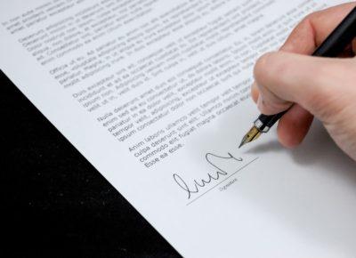 businessman-document-expertise-48195